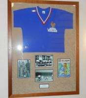 A framed match exchanged France Shirt, England 2 France 0, 1966 World Cup Finals Group 1, 20th July 1966, Jacque Simon wore the Number 10 Shirt which he exchanged with Martin Peters. England won 2-0 with both goals bring scored by Roger Hunt. Originally displayed in the Betway stand main central staircase.ᅠ